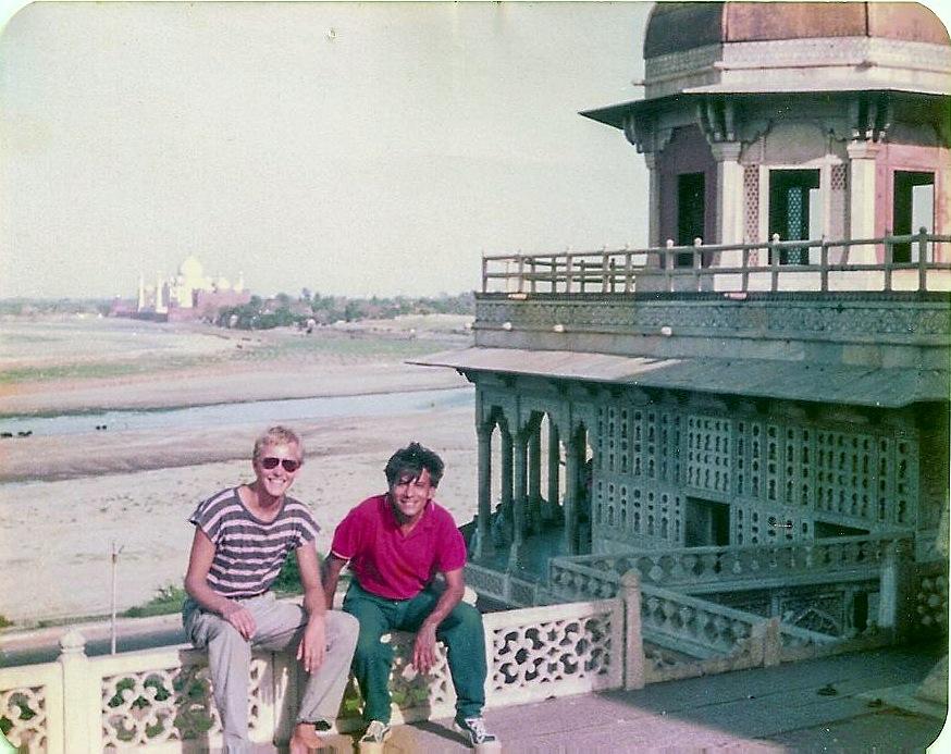 Trotz der Entfernung ist das Taj Mahal im Hintergrund gut zu erkennen